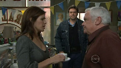 Rebecca Napier, Matt Freedman, Lou Carpenter in Neighbours Episode 5543
