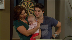 Rebecca Napier, India Napier, Declan Napier in Neighbours Episode 5827