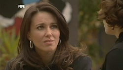 Libby Kennedy, Rebecca Napier in Neighbours Episode 5833