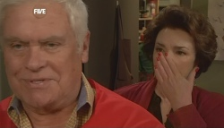 Lou Carpenter, Lyn Scully in Neighbours Episode 5833