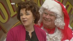 Lyn Scully, Lou Carpenter in Neighbours Episode 5833