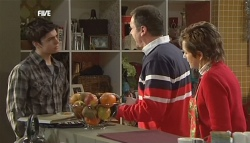 Zeke Kinski, Karl Kennedy, Susan Kennedy in Neighbours Episode 5834
