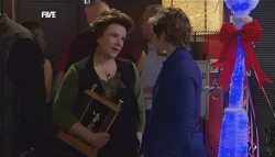 Lyn Scully, Susan Kennedy in Neighbours Episode 5835