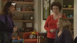Libby Kennedy, Lyn Scully, Steph Scully in Neighbours Episode 5836