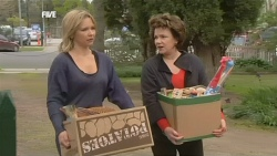 Steph Scully, Lyn Scully in Neighbours Episode 5836