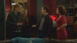 Andrew Robinson, Paul Robinson, Rebecca Napier in Neighbours Episode 5837