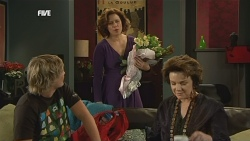 Andrew Robinson, Rebecca Napier, Lyn Scully in Neighbours Episode 5838