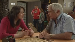 Kate Ramsay, Rocky, Toadie Rebecchi, Sophie Ramsay, Lou Carpenter in Neighbours Episode 5839
