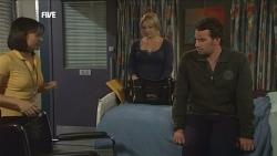 Nurse Jodie Smith, Steph Scully, Lucas Fitzgerald in Neighbours Episode 5840