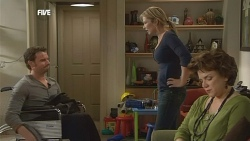 Lucas Fitzgerald, Steph Scully, Lyn Scully in Neighbours Episode 5840