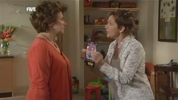 Lyn Scully, Susan Kennedy in Neighbours Episode 5840