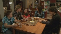 Callum Jones, Andrew Robinson, Sophie Ramsay, Kate Ramsay, Harry Ramsay in Neighbours Episode 5841