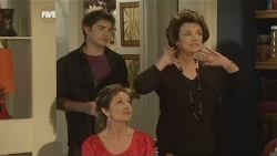 Declan Napier, Susan Kennedy, Lyn Scully  in Neighbours Episode 5843
