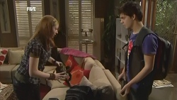Mia Zannis, Zeke Kinski in Neighbours Episode 5844