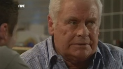 Toadie Rebecchi, Lou Carpenter in Neighbours Episode 5844