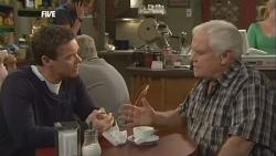 Paul Robinson, Lou Carpenter in Neighbours Episode 5845
