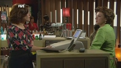 Rebecca Napier, Lyn Scully in Neighbours Episode 5851