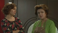 Rebecca Napier, Lyn Scully in Neighbours Episode 5852