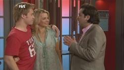 Ringo Brown, Donna Freedman, Guy Grossi in Neighbours Episode 5852