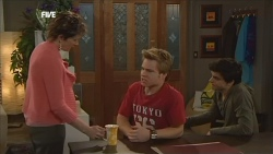 Susan Kennedy, Ringo Brown, Zeke Kinski in Neighbours Episode 5853