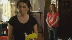 Libby Kennedy, Sonya Mitchell in Neighbours Episode 5854