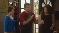 Susan Kennedy, Lucas Fitzgerald, Libby Kennedy in Neighbours Episode 5854