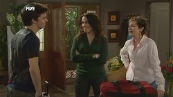 Zeke Kinski, Libby Kennedy, Susan Kennedy in Neighbours Episode 5855