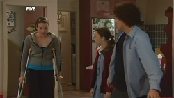 Kate Ramsay, Sophie Ramsay, Harry Ramsay in Neighbours Episode 5856