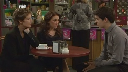 Susan Kennedy, Libby Kennedy, Zeke Kinski in Neighbours Episode 5857