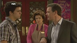 Zeke Kinski, Lyn Scully, Paul Robinson in Neighbours Episode 5859