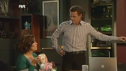 Rebecca Napier, India Napier, Paul Robinson in Neighbours Episode 5859