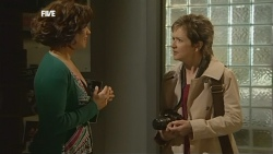 Rebecca Napier, Susan Kennedy in Neighbours Episode 5860