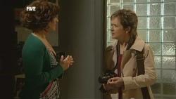 Rebecca Napier, Susan Kennedy in Neighbours Episode 5860