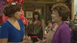 Rebecca Napier, Summer Hoyland, Lyn Scully in Neighbours Episode 5860