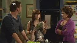 Lucas Fitzgerald, Summer Hoyland, Lyn Scully in Neighbours Episode 5860