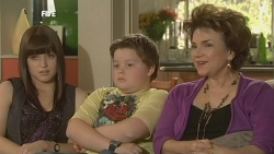 Summer Hoyland, Callum Jones, Lyn Scully in Neighbours Episode 5861