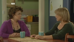 Lyn Scully, Steph Scully in Neighbours Episode 5861
