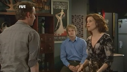 Lucas Fitzgerald, Andrew Robinson, Rebecca Napier in Neighbours Episode 5862