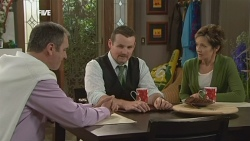 Karl Kennedy, Toadie Rebecchi, Susan Kennedy in Neighbours Episode 5862