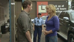 Lucas Fitzgerald, Constable Simone Page, Steph Scully in Neighbours Episode 5863