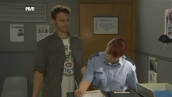Lucas Fitzgerald, Constable Simone Page in Neighbours Episode 5863