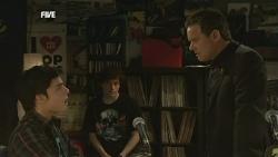 Zeke Kinski, Harry Ramsay, Paul Robinson in Neighbours Episode 5865