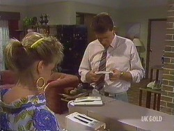 Daphne Clarke, Des Clarke in Neighbours Episode 0433