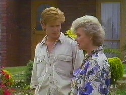 Clive Gibbons, Helen Daniels in Neighbours Episode 0433