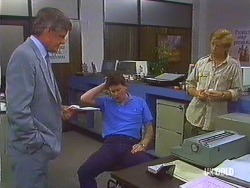 Detective, Des Clarke, Clive Gibbons in Neighbours Episode 0435