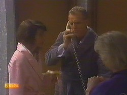 Beverly Robinson, Jim Robinson, Helen Daniels in Neighbours Episode 0815