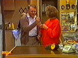 Harold Bishop, Madge Bishop in Neighbours Episode 0821