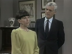 Hilary Robinson, Kenneth Muir in Neighbours Episode 1140