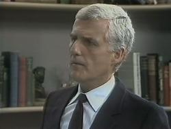 Kenneth Muir in Neighbours Episode 1140
