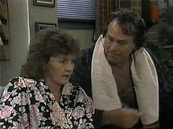 Pam Willis, Doug Willis in Neighbours Episode 1336
